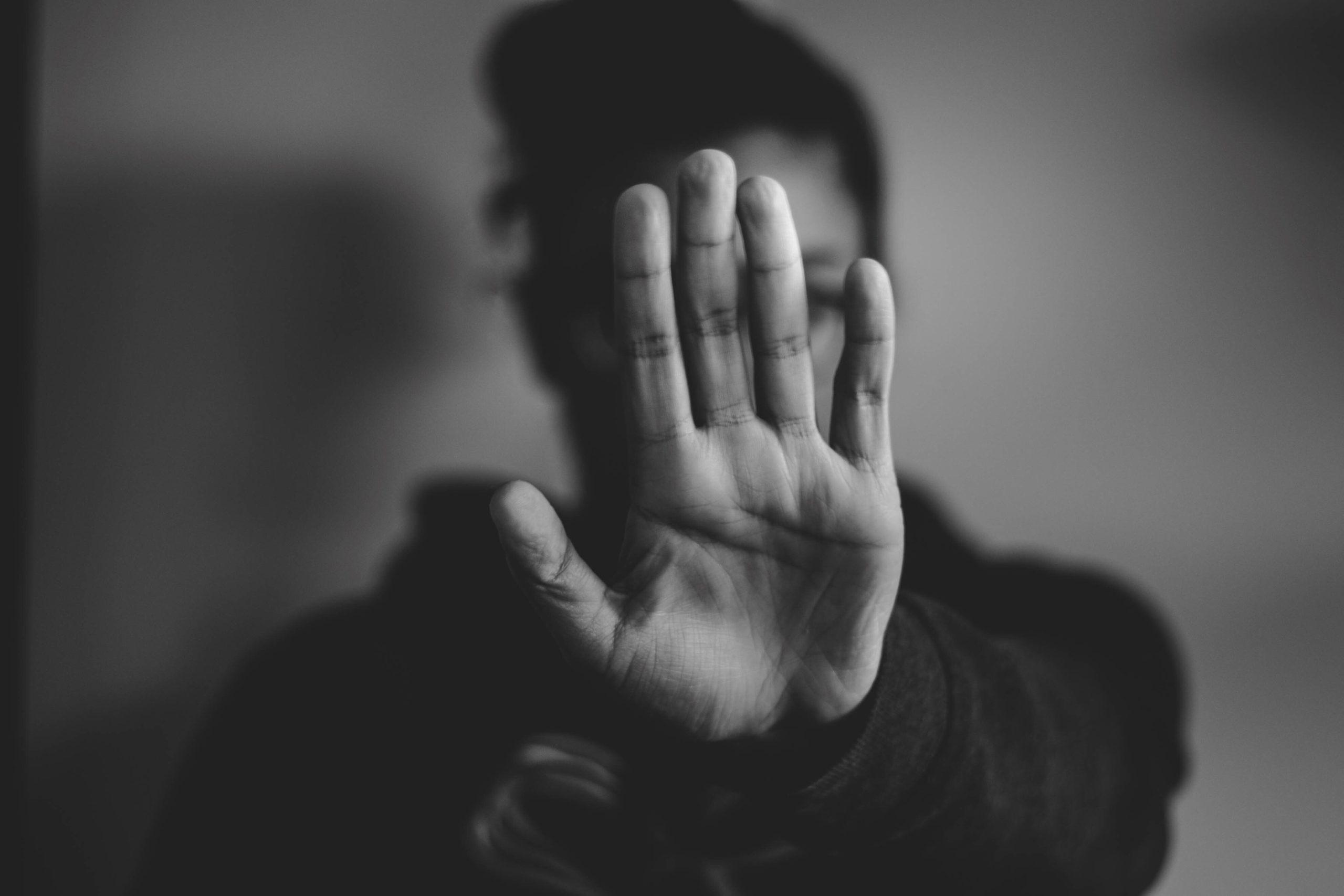 Pourquoi vous ne devriez plus jamais parler de «langage des signes»